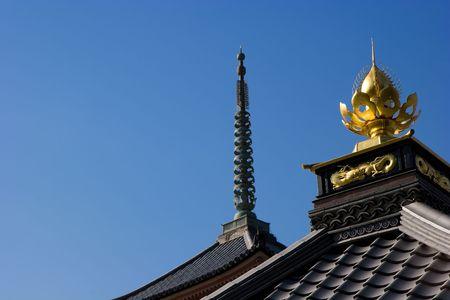 京都の清水寺の屋根の装飾的な寺院。