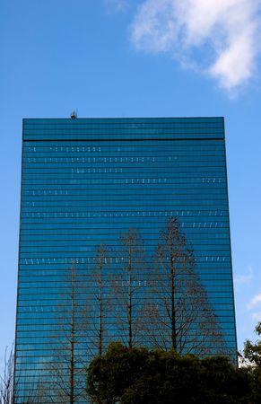 木前に大阪市で近代的な建物です。 写真素材