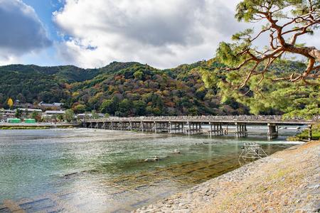 Togetsukyo Brücke im Herbst, Kyoto, Japan Standard-Bild - 82718986