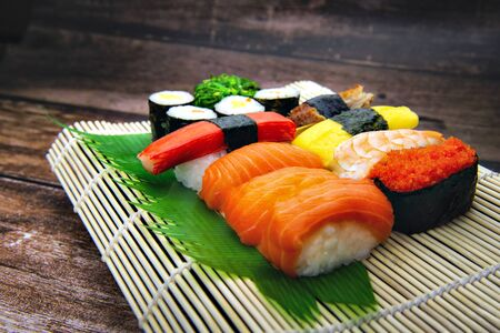Sushi Set on Bamboo Plate with wooden background Foto de archivo - 150515223