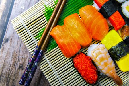 Sushi Set on Bamboo Plate with wooden background Foto de archivo - 150515225