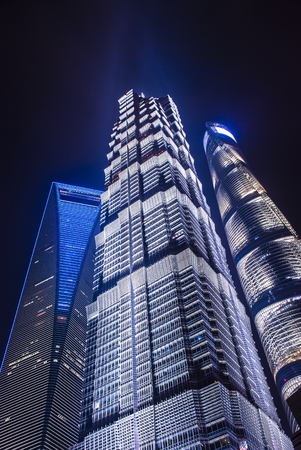 Jin mao building, swfc, and Shanghai Tower by night 報道画像