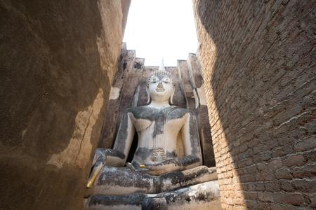 big behind: Big Buddha meditation behind the brick gate