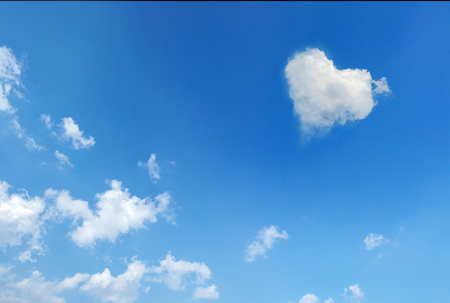 Blue sky with a cloud with shape of heart for love concept Banco de Imagens