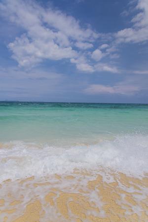 ondas de agua: Las ondas de agua de la esponja en la playa, Tailandia Foto de archivo