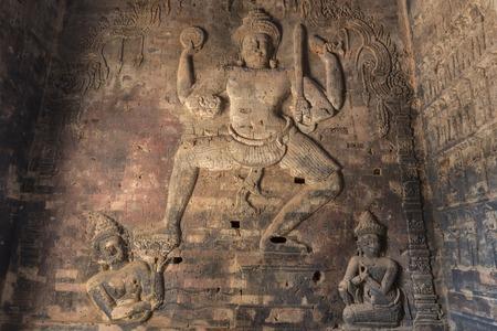 vishnu: Vishnu statues carved reliefs on the walls of sandstone, angkor Stock Photo