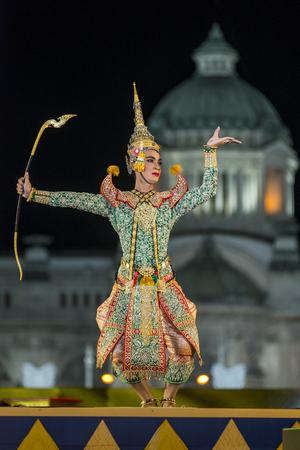 suppress: Bangkok. Thailand - 13 december 2015, Khon is dance drama of Thai classical masked, this performents is Ramayana epuc, act Vishnu suppress giant demon in bangkok, thailand Editorial