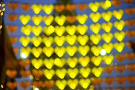 parejas romanticas: Defocused amarillo Corazones brillantes bokeh Día de San Valentín resumen de antecedentes