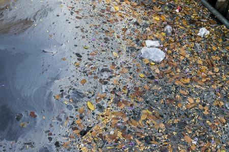 aguas residuales: las aguas residuales de residuos contaminación del agua en tromba