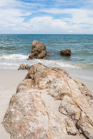 hua: Rocks in the sea