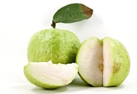 Friss szelet guava lövés fehér háttérrel. Stock fotó