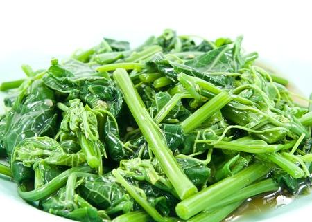 Egészséges Greens párolt zöldségekkel (Melientha suavis Pierre).