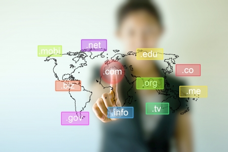 hospedagem: Business woman hand  touching on .com icon