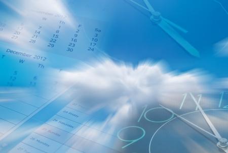 composite: Compuesto de reloj, calendario y el cielo Foto de archivo