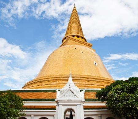 nakhon pathom: Phra Pathom Chedi of Nakhon Pathom Thailand.