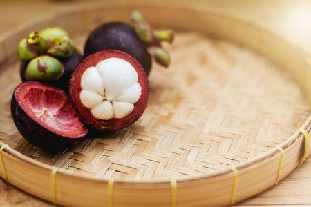 Mangosteen fruit on the wooden tray for food and eating concept Imagens