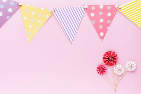 Colourful paper flag with red and white paper fan on pink background for party decoration Imagens - 147995322