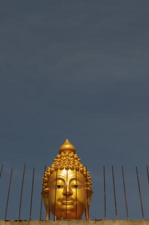 singn: A close up of a  Buddha