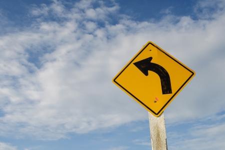 turn left: Girare a sinistra segno di avvertimento