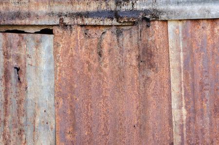 pared rota: Zinc dañado Foto de archivo