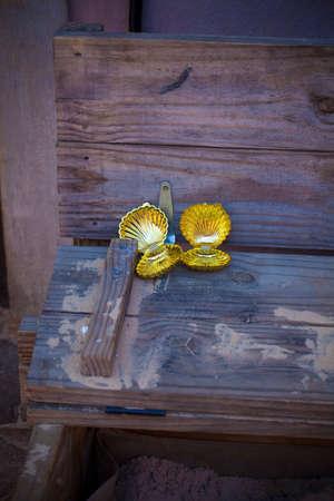 Golden clamshells
