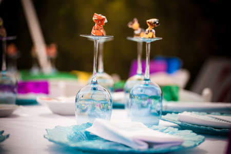 Table display with wineglasses and crockery