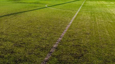 cancha deportiva futbol: Campo de fútbol mitad. Foto de archivo