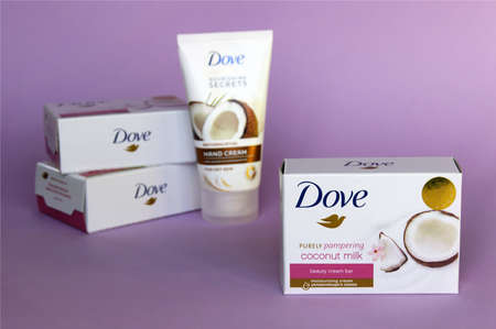 KHARKOV, UKRAINE - MARCH 4, 2020: Dove soap and cream for hand with coconut milk. Introduced to the British market in 1955, Dove is a personal care brand. Redactioneel