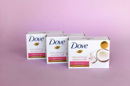KHARKOV, UKRAINE - MARCH 4, 2020: Dove soap with coconut milk. Introduced to the British market in 1955, Dove is a personal care brand. Redactioneel