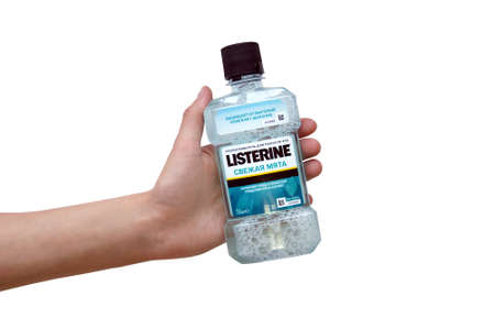 KHARKOV, UKRAINE - JUNE 25, 2020: Listerine Cool Mint Mouthwash kills 99.9 percent of germs that brushing misses to help prevent bad breath, plaque and gum problems. Isolated on white background. Redactioneel