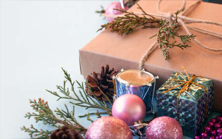 Christmas gift box, decoration and fir tree branch on light blue background. Stockfoto