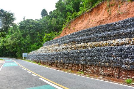 amazing muro de gaviones de piedras en la malla de acero que se utiliza como una with muros gaviones with muro gaviones - Muro De Gaviones