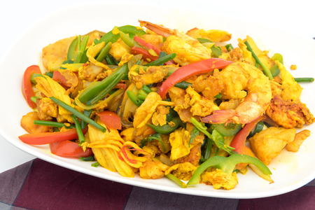 Seafood with Yellow curry sauce, sauteed seafood contains fish, shrimp, mussels, squid, crab claw, yellow curry powder, fresh garlic, egg, bell pepper, white onions, green onions celery