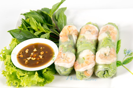 hoisin sauce: Fresh Roll with shrimp inside and chicken, tofu, bean sprouts, lettuces, mint leaf, cucumber, carrots wrap and tamarind hoisin sauce Stock Photo