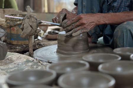 hand working pottery bowl Banco de Imagens