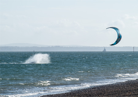 windsurf: Windsurfing or not as fallen into the sea.