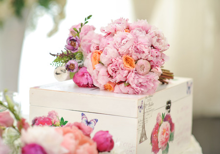 Wedding decoration on table. Floral arrangements and decoration. Arrangement of pink and white flowers in restaurant for luxury wedding event Stock Photo