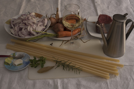 auburn: Ziti alla Genovese, ingredients. Candles of durum wheat to be broken by hand, muscle, onions AUBURN of Montoro, white wine, cloves, rosemary, bay leaf, basil, lard, olive oil extra virgin, carrot,