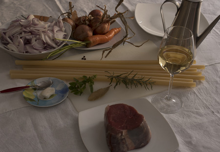 durum: Ziti alla Genovese, ingredients. Candles of durum wheat to be broken by hand, muscle, onions AUBURN of Montoro, white wine, cloves, rosemary, bay leaf, basil, lard, olive oil extra virgin, carrot,