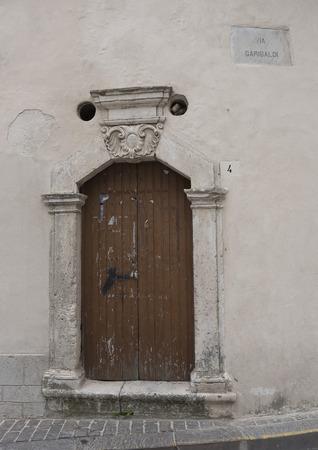 ali angelo: Ancien arco in pietra.