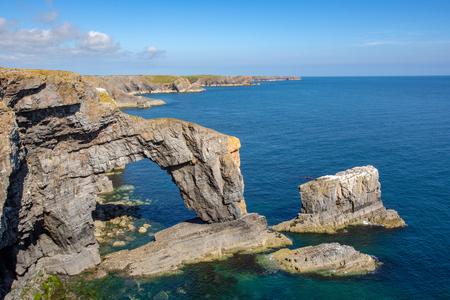 The green bridge of Wales at Castlemartin Firing Range, Pembrokeshire, Wales, UK 스톡 콘텐츠
