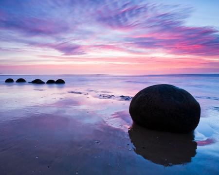夜明け南 Moeraki 巨石島ニュージーランド