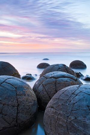 Moeraki 巨石日の出ニュージーランド南島で 写真素材