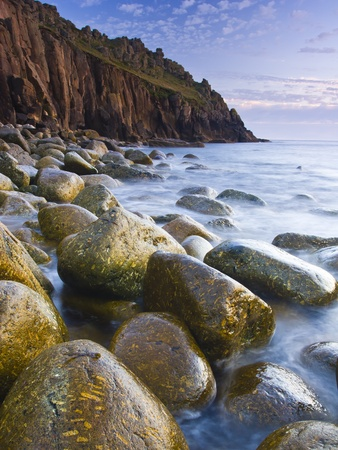 loe: Remote boulder beach at Porth Loe Cornwall England Stock Photo
