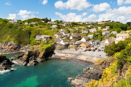cornish: Looking down at Cadgwith Cove on the Lizard Peninsula, Cornwall England UK Stock Photo