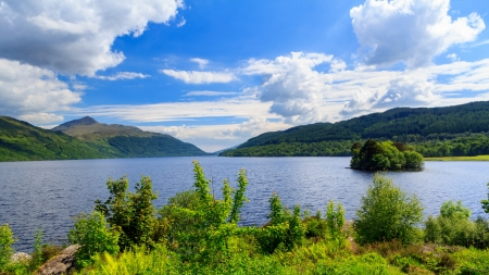 Summers day at Inveruglas on Loch Lomond Scotland UK Stock Photo - 20704913