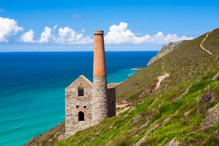 The historic Towanroath Engine House at Wheal Coates a former Tin Mine near St Agnes Cornwall England UK Europe Archivio Fotografico