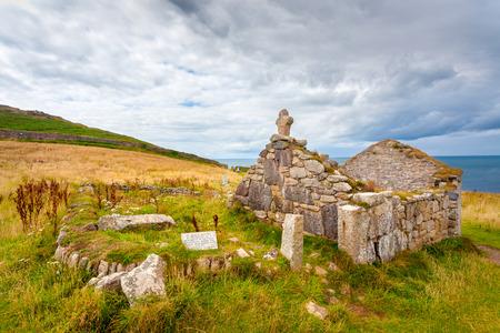 oratoria: Ruinas de St Helens oratorio una estructura paleocristiana en el Cabo de Cornualles cerca de San Justo Cornwall Inglaterra Reino Unido Europa