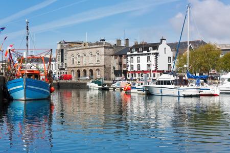 プリマス ・ デヴォン イングランド英国バービカン地区港で美しい晴れた日