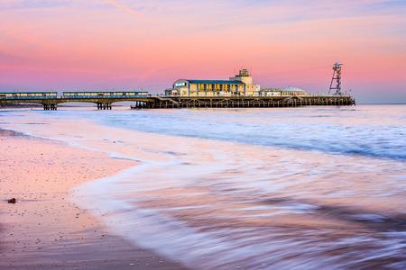 ドーセット英国イギリス ヨーロッパのビーチから夕日ボーンマス ピア